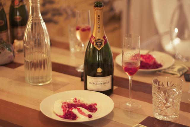 bollinger brut champagne nyår middag efterrätt vaniljglass glass hallon