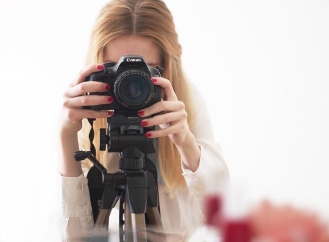 essie red nailpolish aperetif camera Canon eos 550D systemkamera