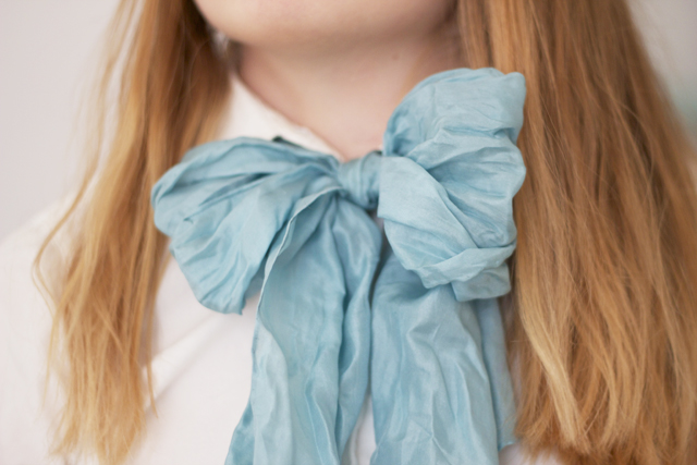 hair haircolor silk scarf turkos shirt skjorta rosett