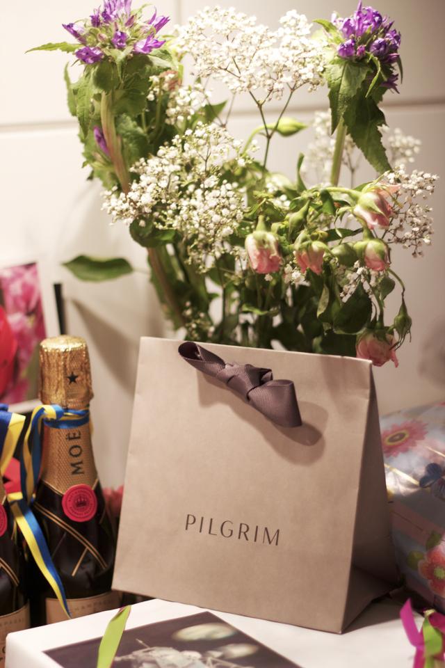 champagne moët et chandon pilgrim jewelry flowers