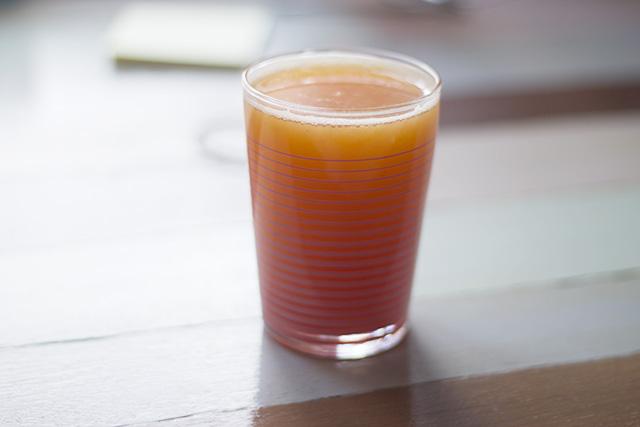 Färskpressad apelsin- och blodapelsinjuice